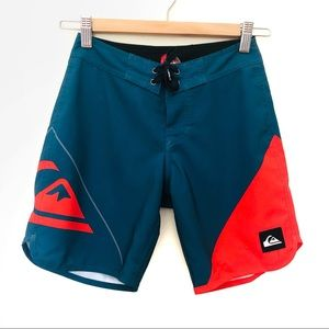 Quiksilver Sz 8Boys Board Shorts 24 Velcro and tie up front